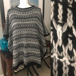 Cute knitted poncho - black/white